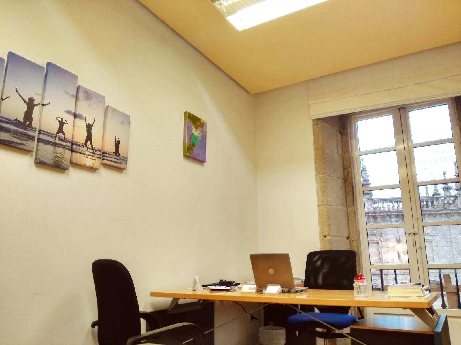 Tu oficina o despacho en santiago de compostela plaza de for Oficina correos santiago de compostela
