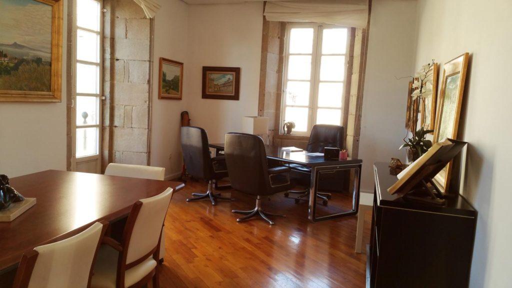 Despacho con vistas a Platerías y a Quintana. Despacho en Santiago