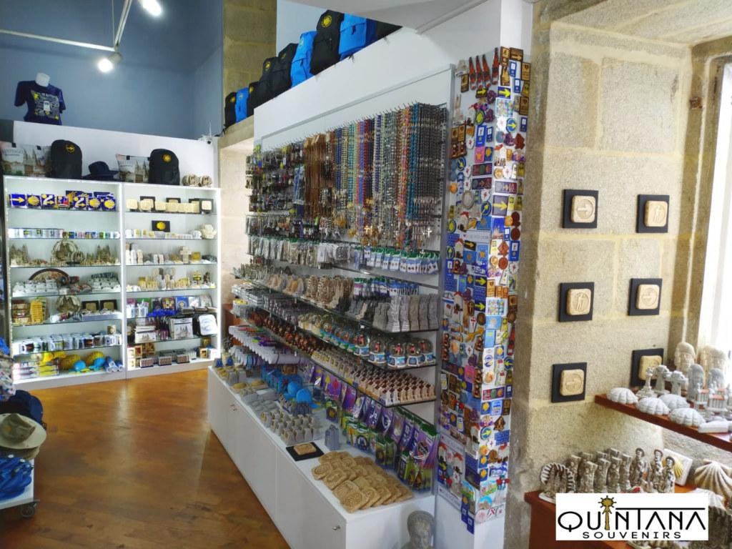 Quintana Souvenirs tienda de souvenirs y consigna de mochilas y equipaje